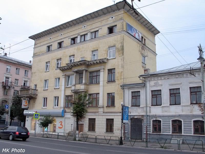 Дом с одним балконом