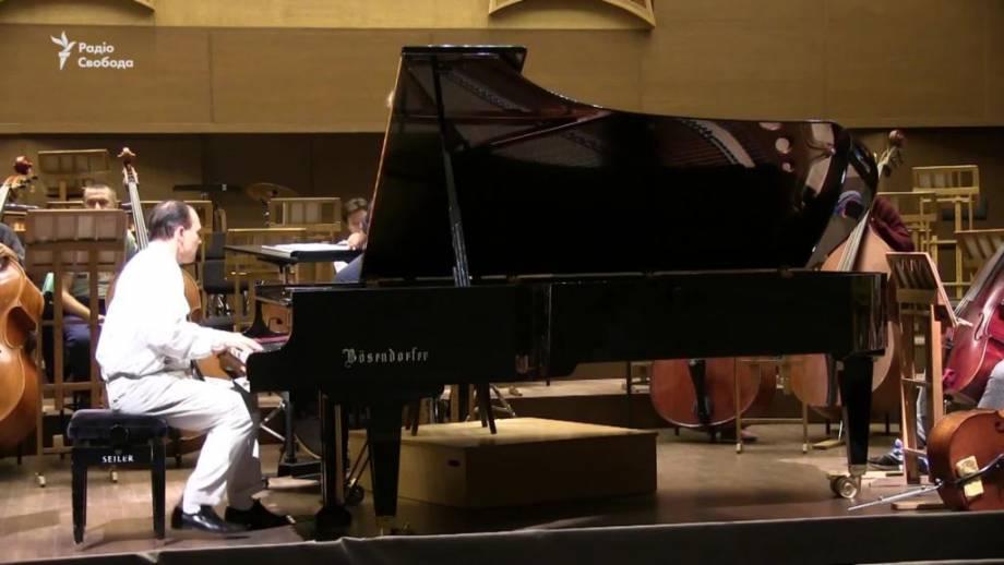 Пианист из Франции выступает в Харькове для углубления украинско-французских отношений (видео)