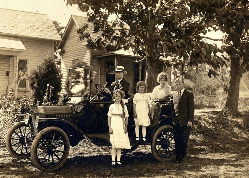 Семья и их Ford Model T