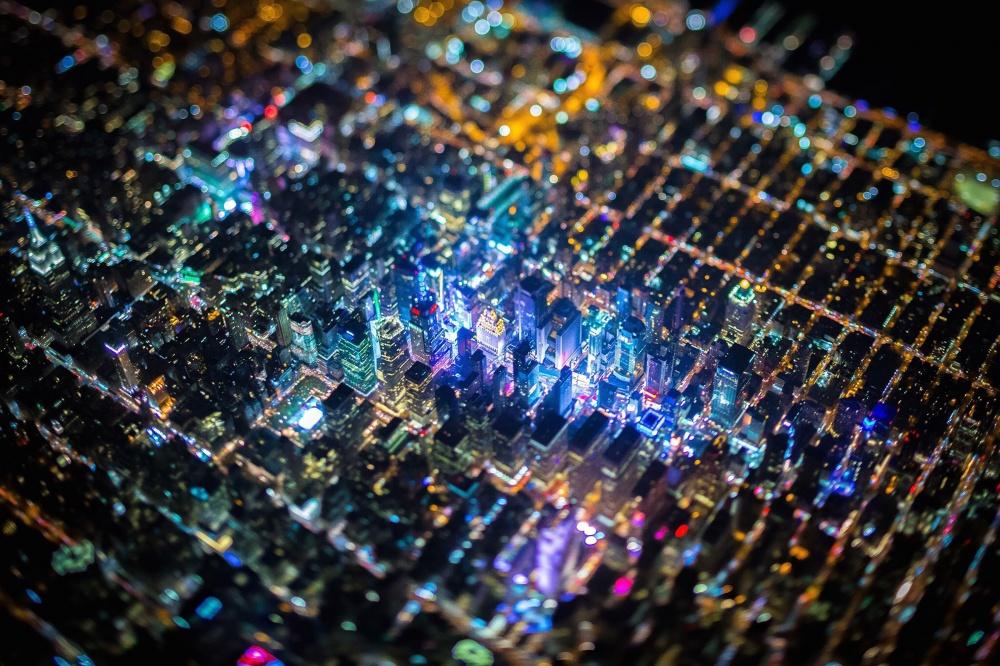 © gizmodo     Ночной Нью-Йорк похож наэлектронную плату.