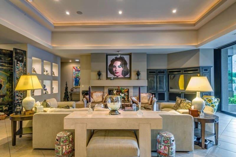 Расположенный в Палм-Спрингс дом с четырьмя спальнями раньше принадлежал легендарной актрисе Голливу