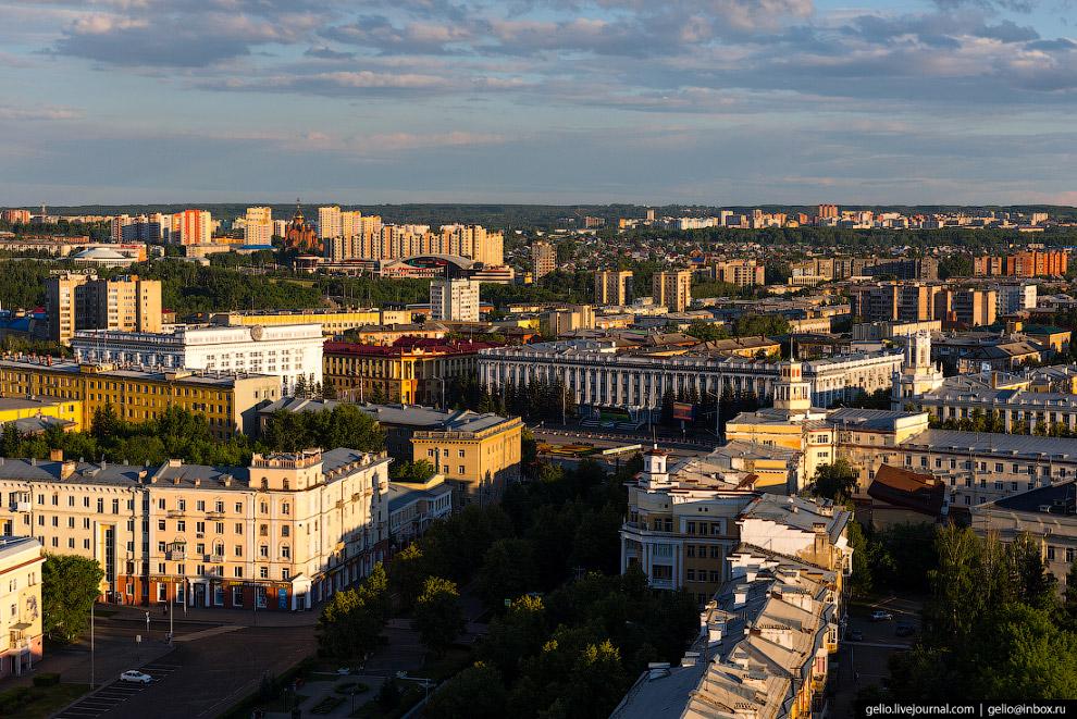 21. Памятник А.С.Пушкину на одноименной площади в «тихом центре» Кемерова. Установлен в 1954 году. С