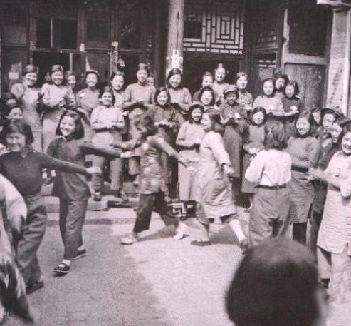 Девушки в исправительной школе для проституток.