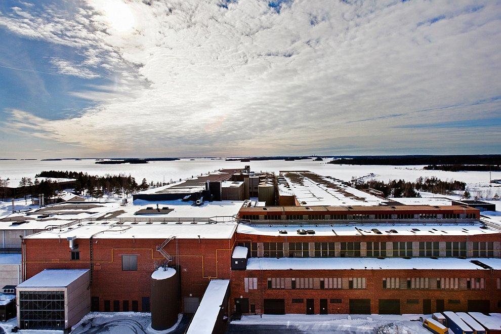 20. Дата-центр  в Финляндии . Голубые огоньки говорят, что все в порядке в серверной:
