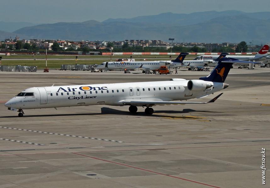 Bombardier_CRJ900_EI-DVP_AirOne_NAP.JPG