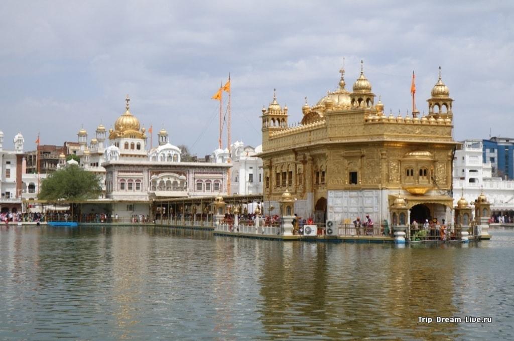 Золотой храм и мост к нему