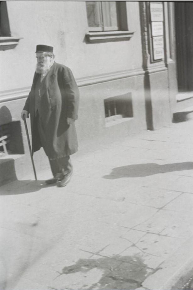 Человек на одной из улиц