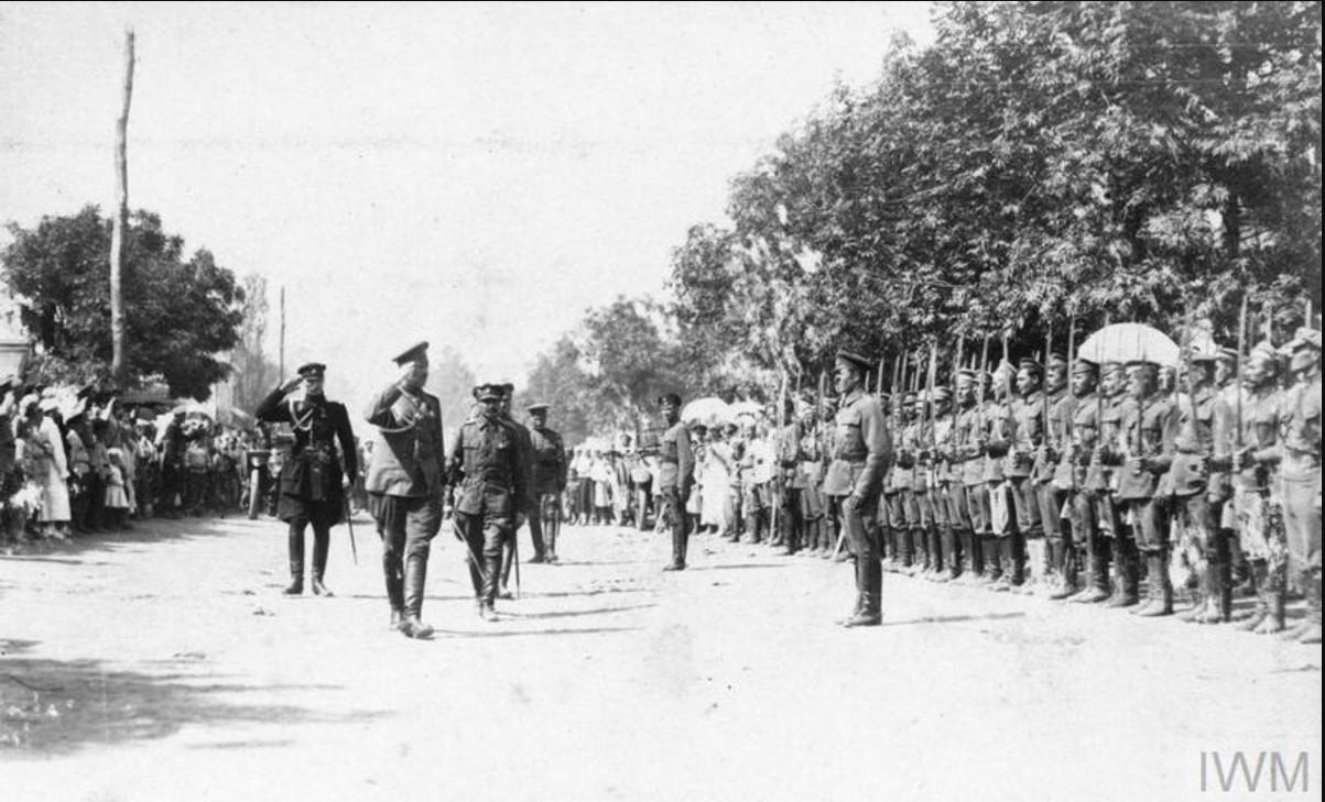Генерал-лейтенант Владимир Ильич Сидорин, командующий Донской армией обходит свои войска в Медведицке летом 1919