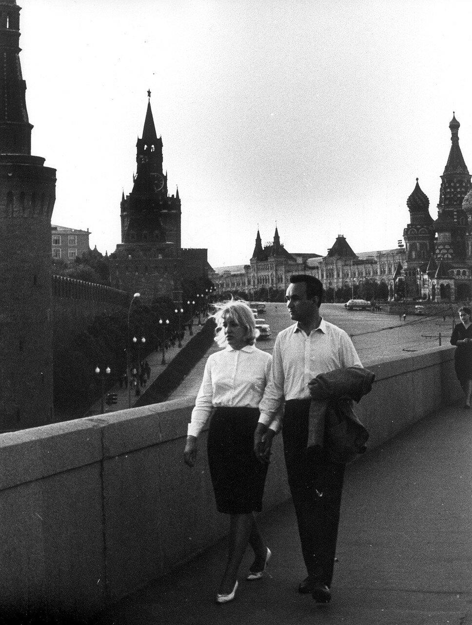 Возле Кремля