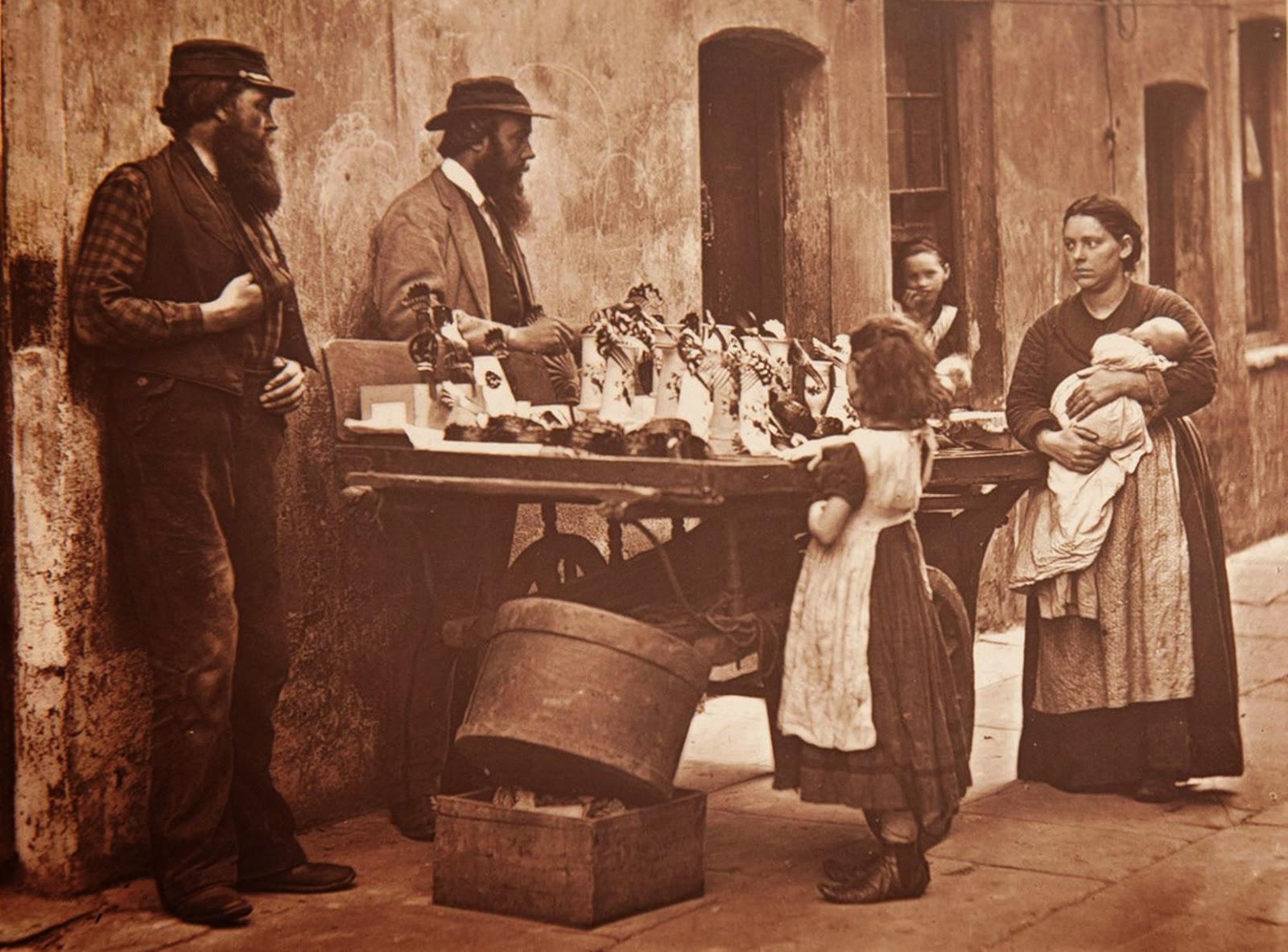 1877. Торговец дешевыми украшениями