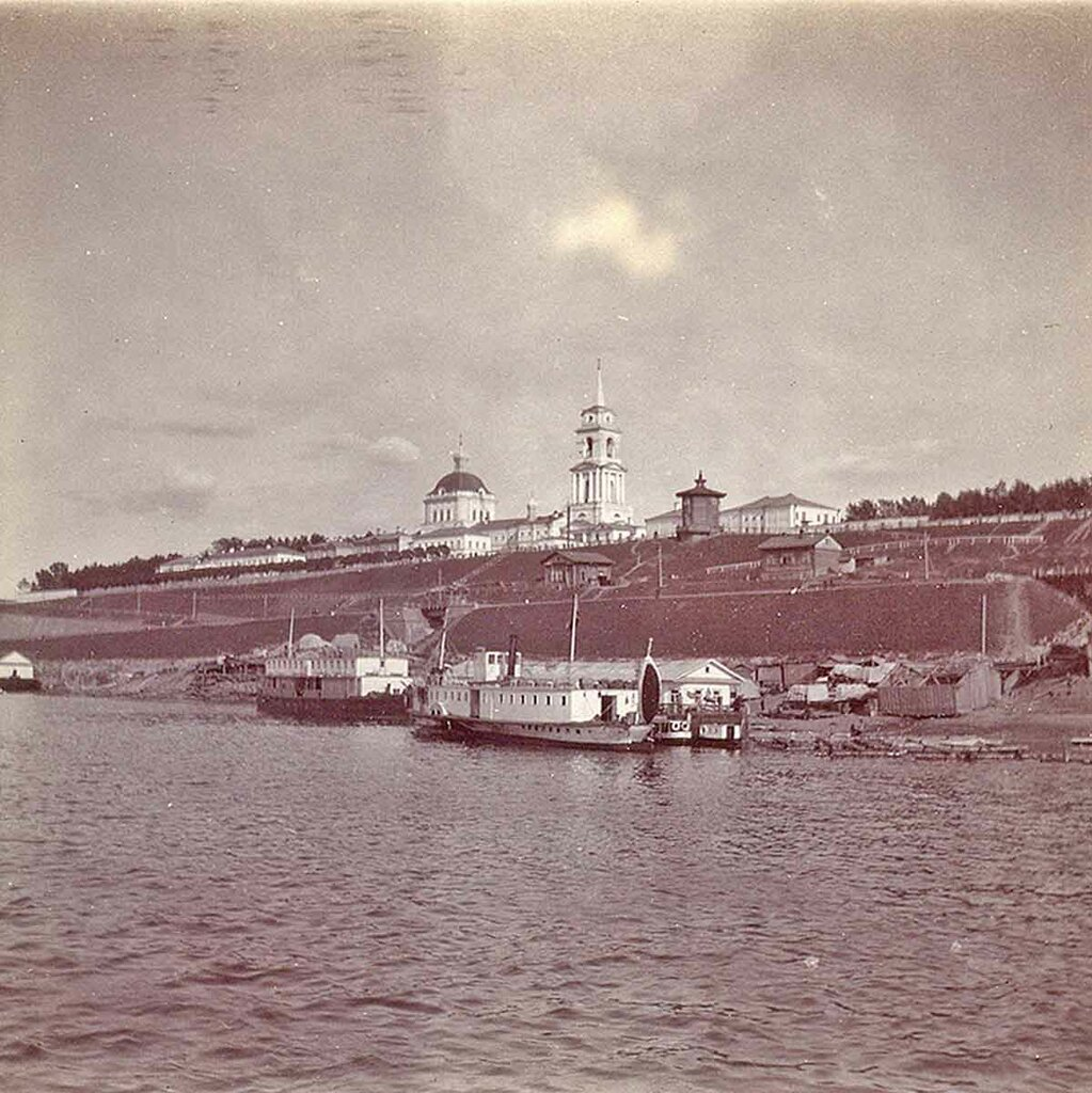 Берег Камы. Пароходная пристань и Кафедральный Собор