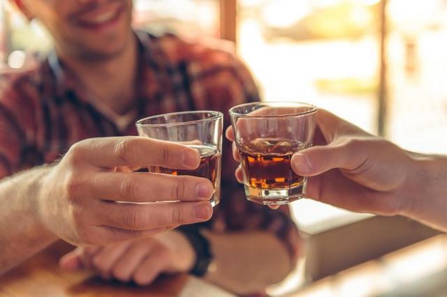 Пьяный гороскоп: как ведут себя знаки Зодиака, когда выпьют