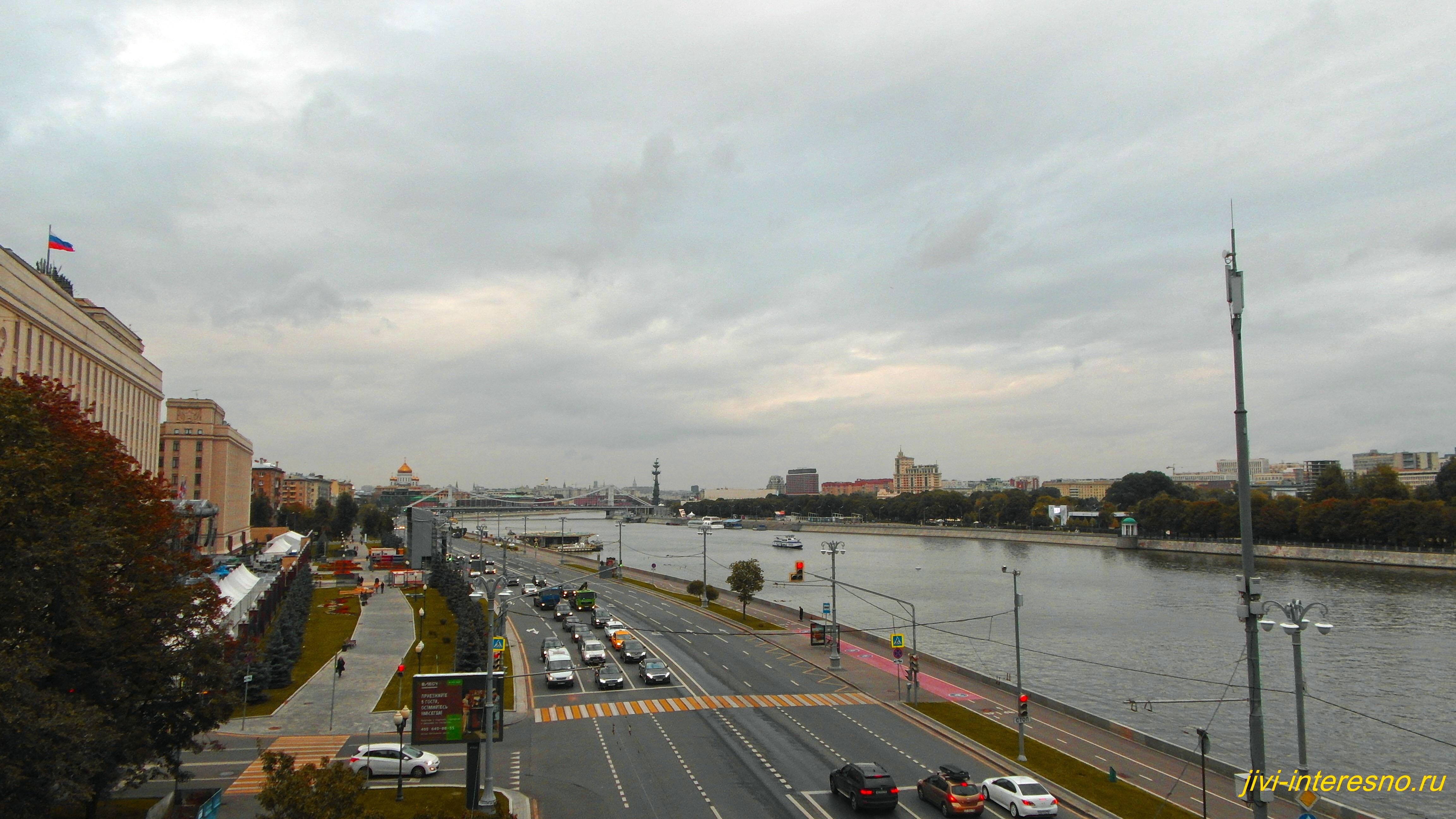 Осенняя Москва, Фрунзенская набережная