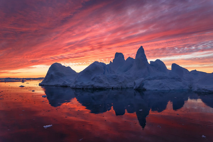 the-icebergs-of-disko-bay-that-i-captured-from-a-russian-yacht-near-greenland-3__880.jpg