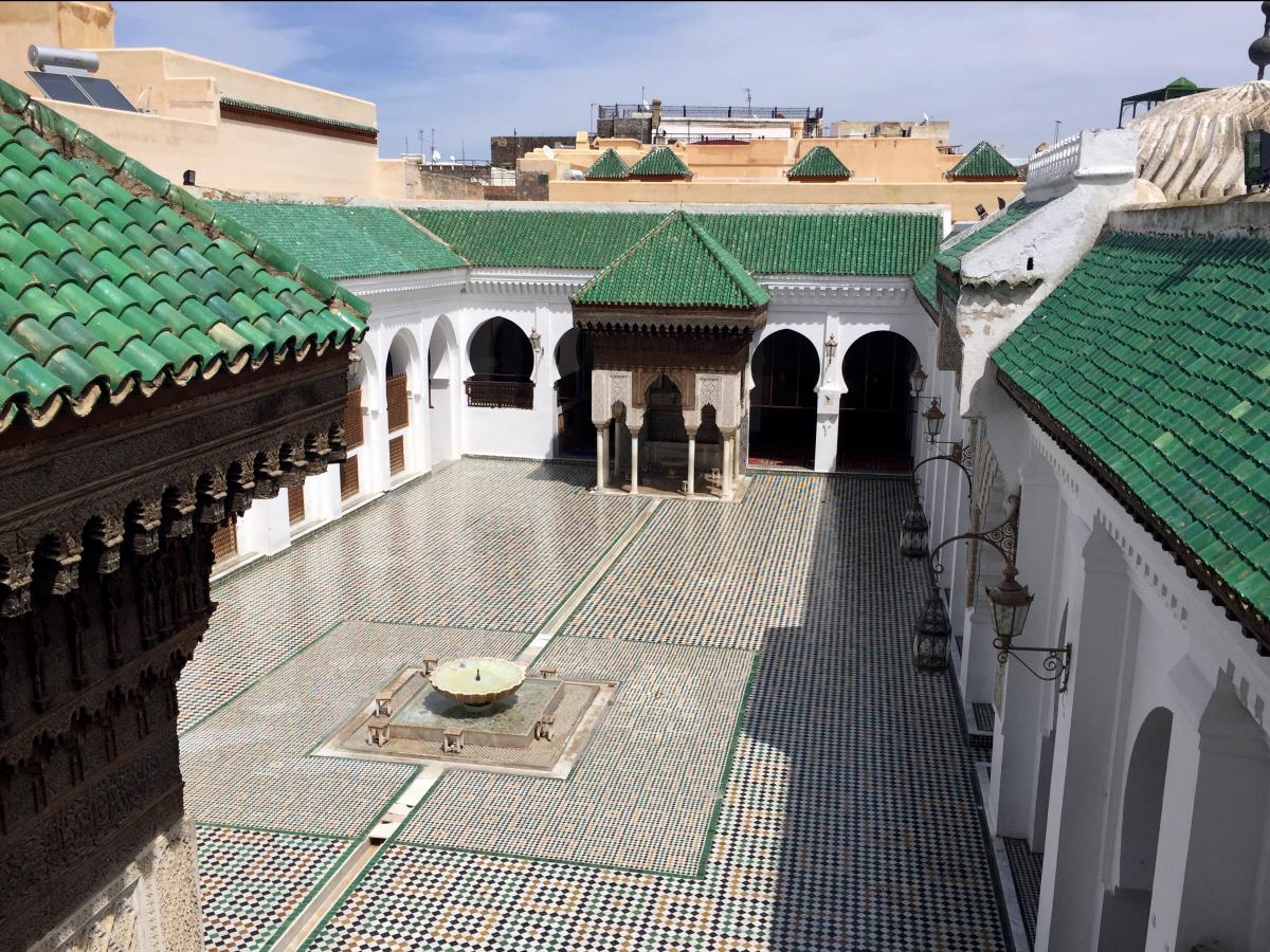 Аль-Карауин — университет, библиотека и мечеть. Был основан Фатимой аль-Фихри в 859 году. Примерно в