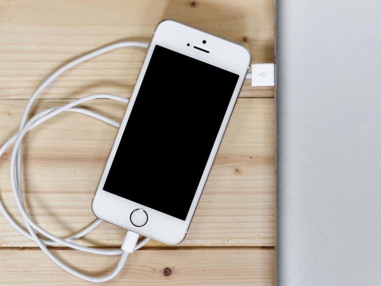 Не заряжайте постоянно телефон   Наверняка у вас достаточно способов зарядить i