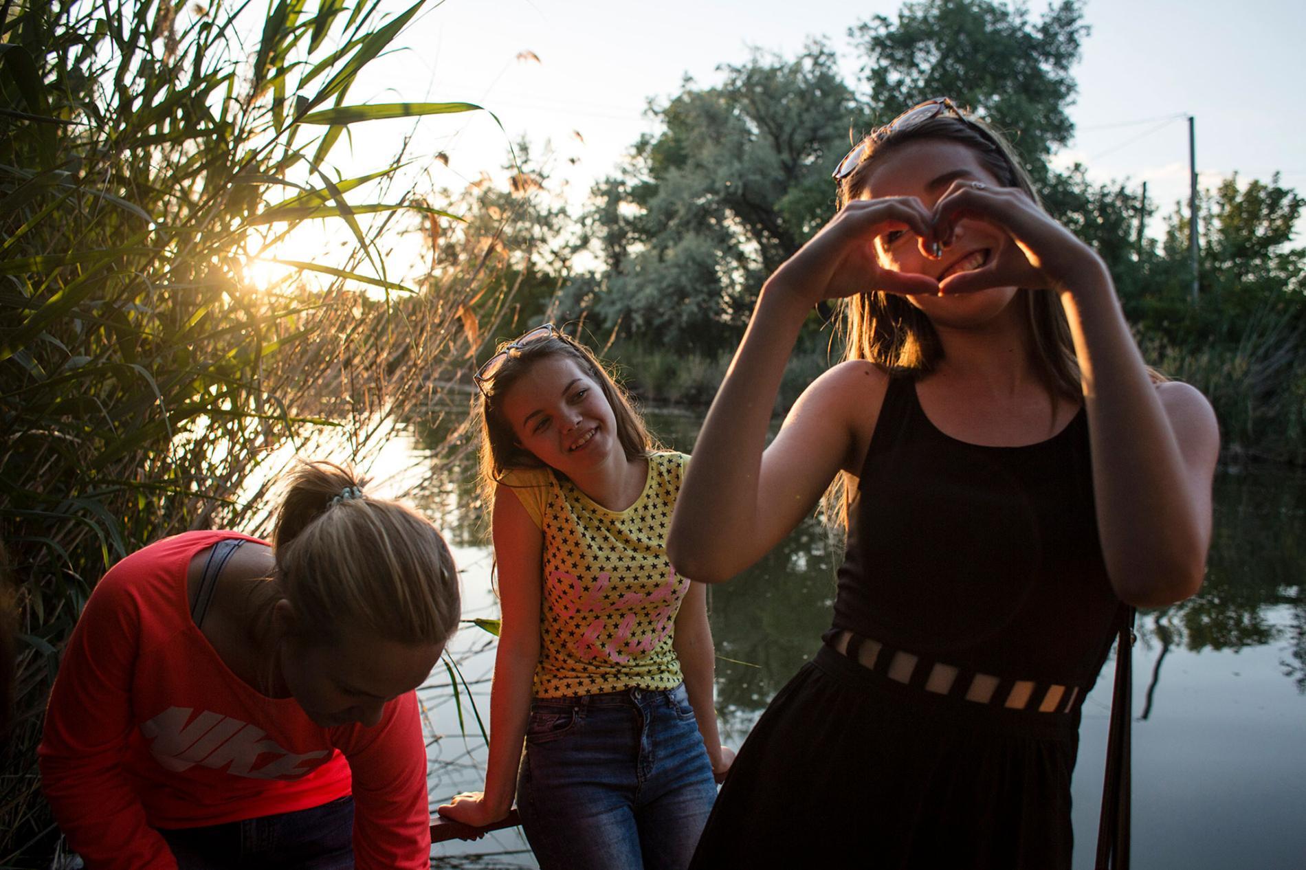 Детство под обстрелами! Быть ребенком на войне: National Geographic показала пронзительный фоторепортаж с Донбасса