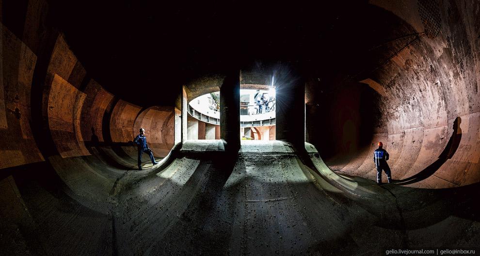 23. Задача спиральной камеры — предварительно закрутить поток воды и подвести его к лопаткам турбины