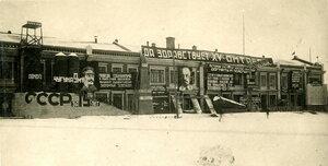 Площадь Окулова. Праздничное оформление зданий с портретами И.В.Сталина и В.И.Ленина.