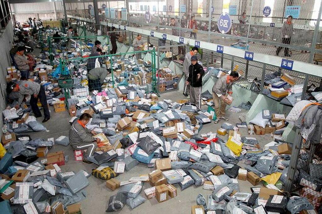 Примерно так выглядит сортировочный центр посылок в Китае