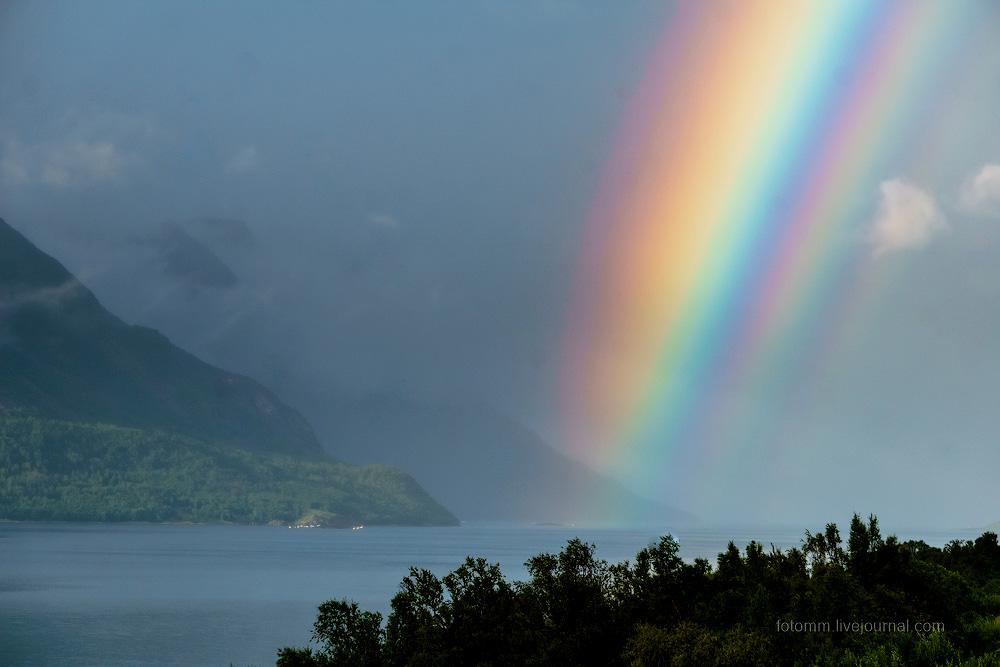Разве может быть такой радуга?  В Норвегии - да !