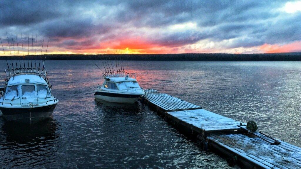Рассвет на Онежском озере намекает: пацаны, уезжайте назад.