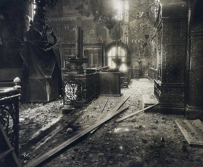 665616 Интерьер Успенского собора после обстрела Московского Кремля.jpg