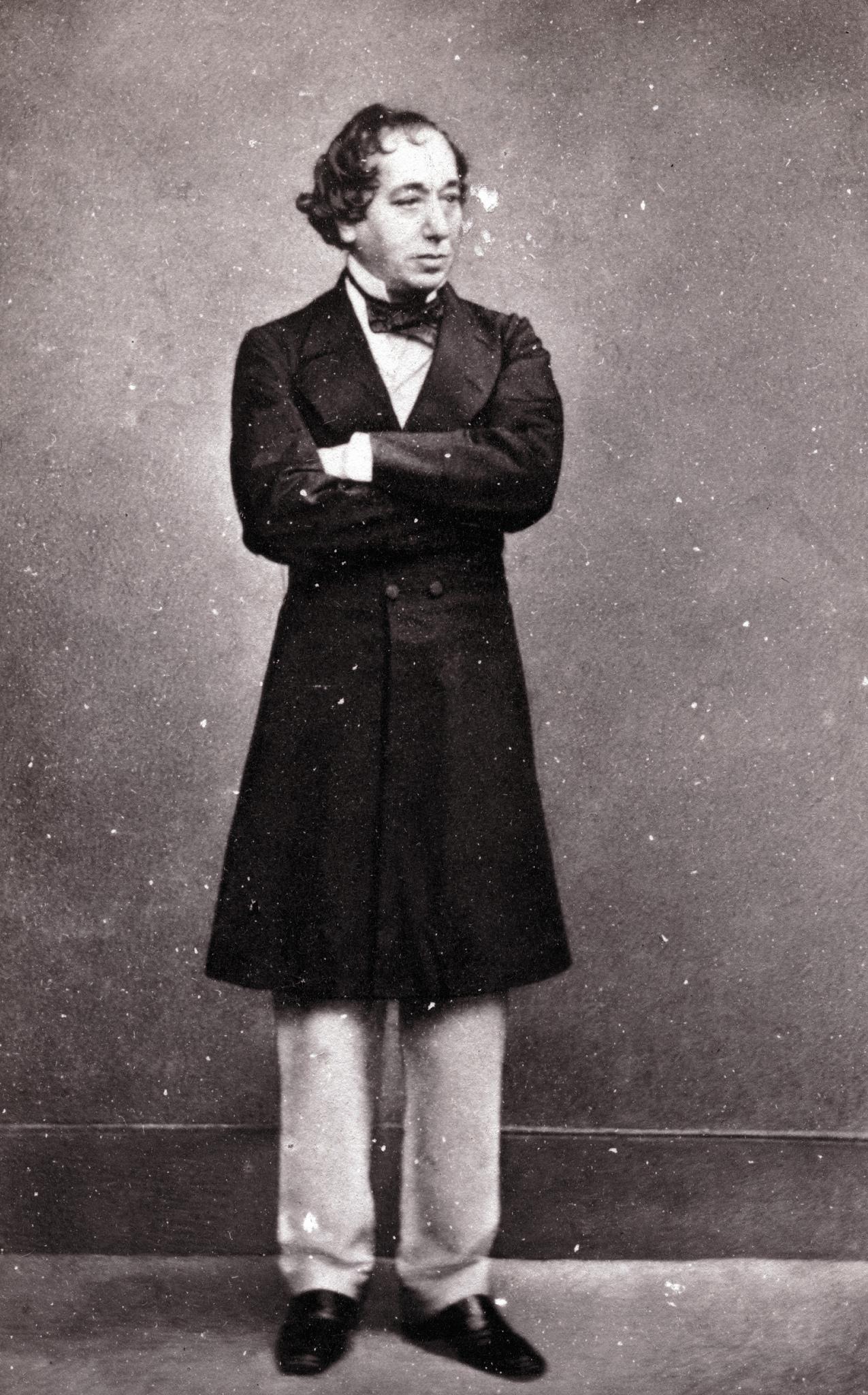 1860. Бенджамин Дизраэли (с 1876 года граф Би́консфилд 21 декабря 1804, Лондон — 19 апреля 1881, там же) — английский государственный деятель Консервативной партии Великобритании, 40-й и 42-й премьер-министр Великобритании в 1868, и с 1874 по 1880