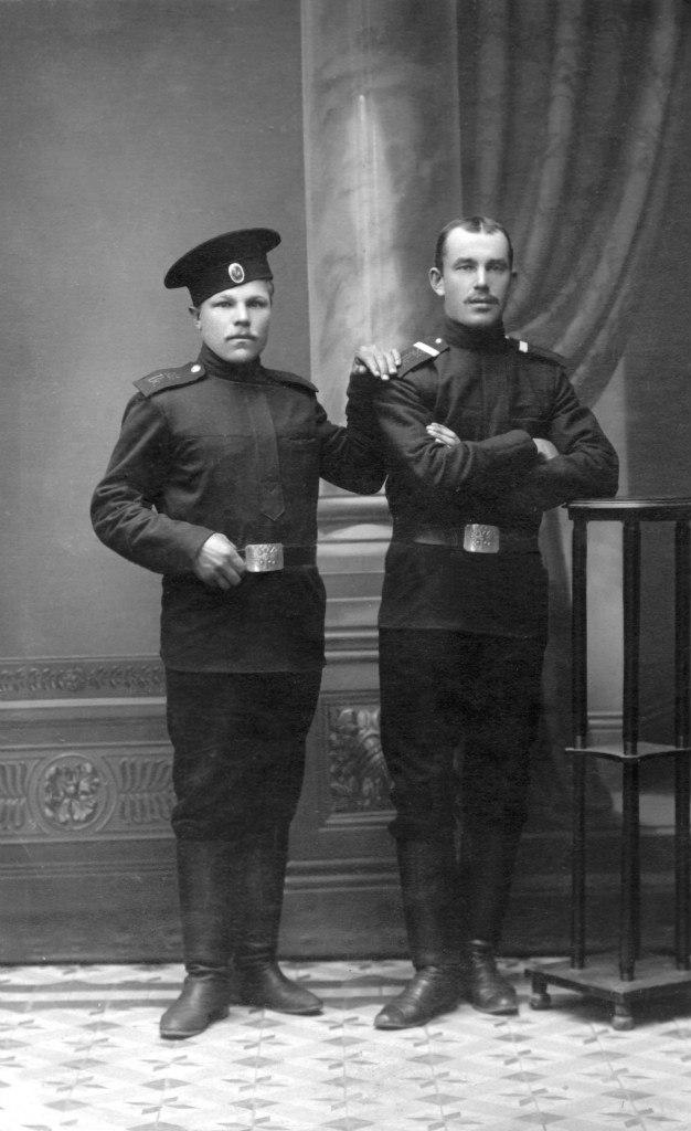 Слева - Тимофей Кузьмич Соколов