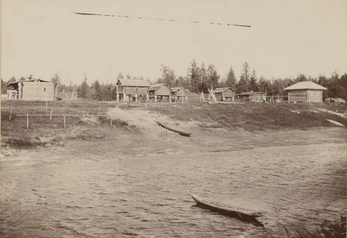 Деревня на берегу реки Васюган