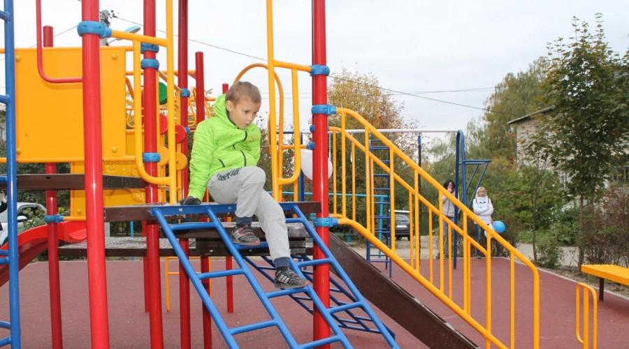 У детей из Тарусы появилась новая детская площадка