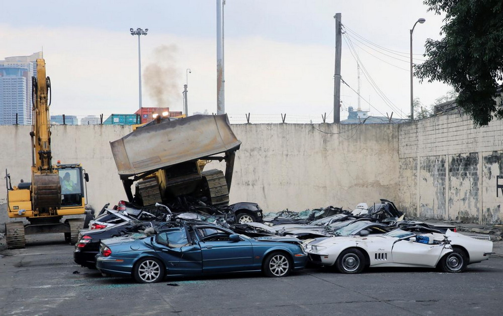 20 smuggled luxury cars crushed by a bulldozer in the Philippines