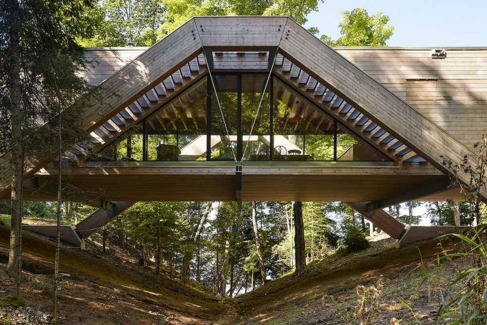 House-bridge in the Canadian forest