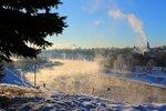 Волга ещё не замёрзла и ударил мороз.