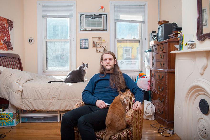 """0 1810d1 e7ac97d7 orig - Фотоподборка на тему """"Одинокие мужчина со своими котами"""""""