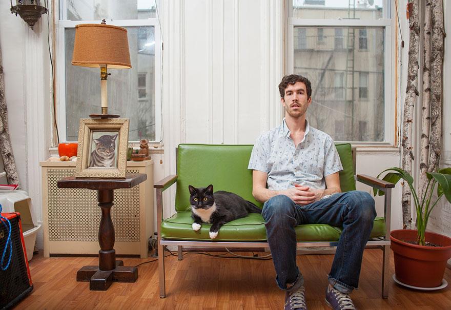 """0 1810d2 9d182d8e orig - Фотоподборка на тему """"Одинокие мужчина со своими котами"""""""