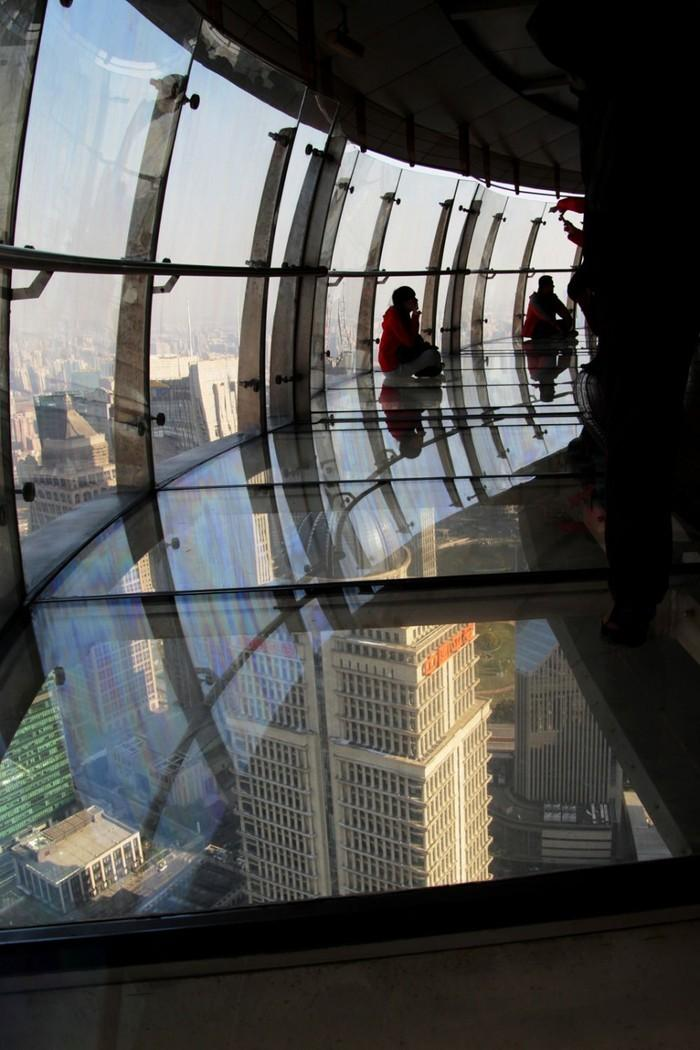 38. Эта телебашня высотой 475 метров была крупнейшим сооружением в Китае больше 10 лет.