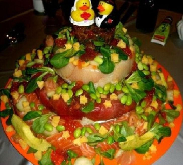 Худшие свадебные торты, которые доведут до слез любую невесту (19 фото)