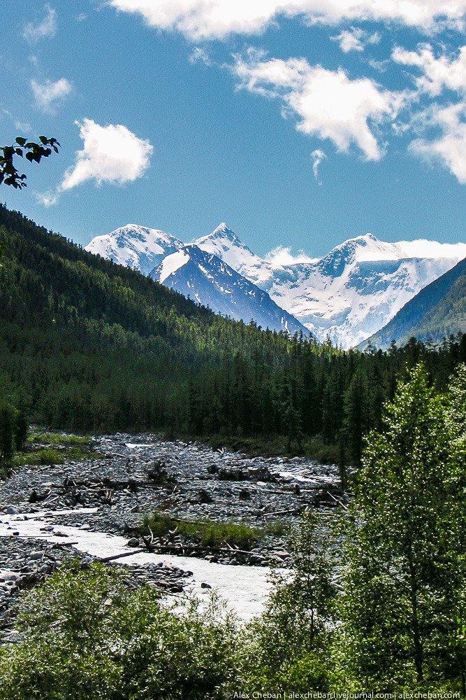 Николай Рерих считал эту вершину одним из нескольких мест на нашей планете, через которые Зем
