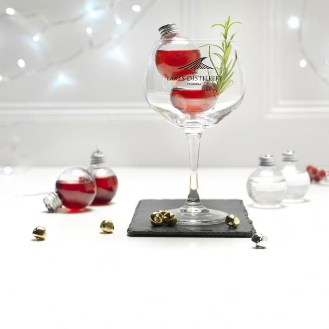 В Британии начали продавать елочные игрушки с виски, джином и водкой