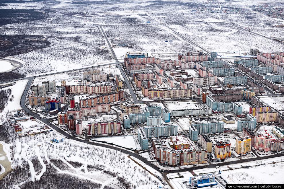 25. Гостинично-деловой центр «Строитель».