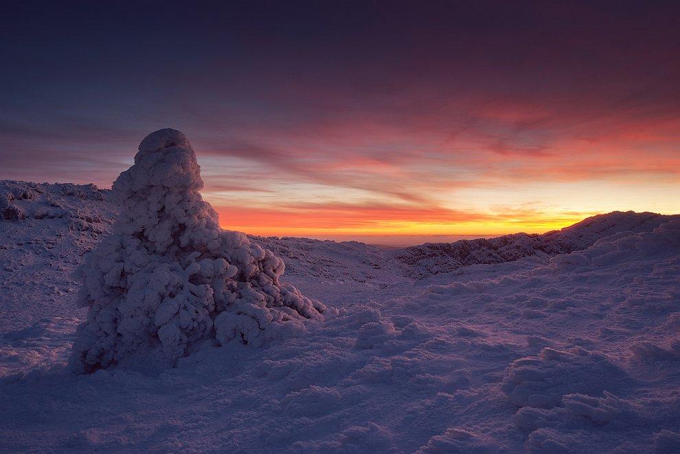 Панорама плато с отсветом заката: