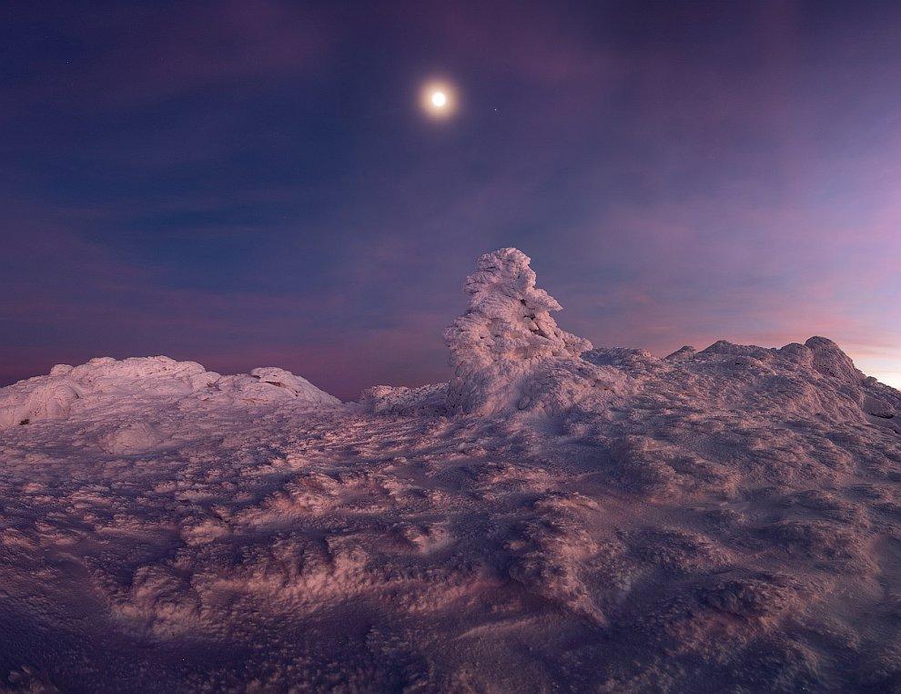 Утром мы проснулись очень рано, в 3.30, чтобы подняться на Эклизи-Бурун — самую высокую (1527 метров