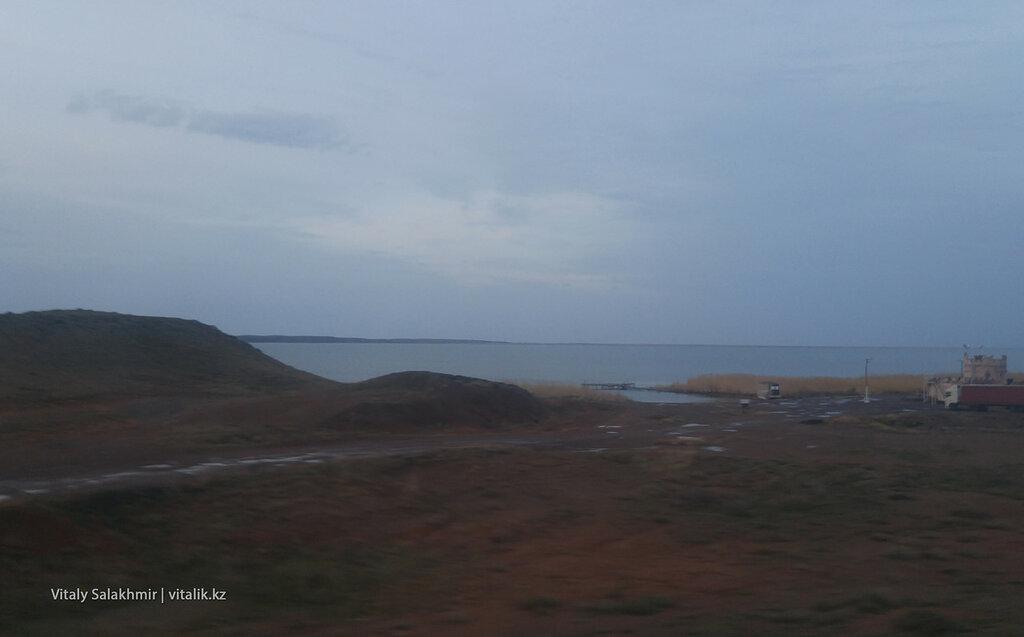 Озеро Балхаш по дороге в Астану.