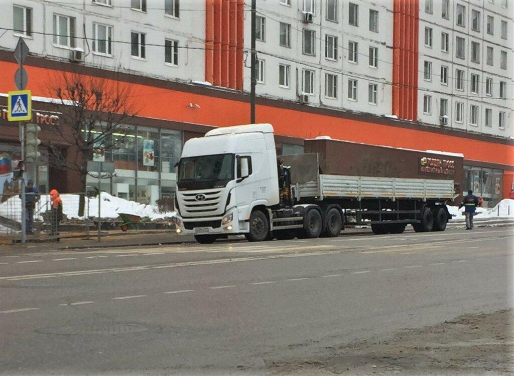 Hyundai-Xcient-Truck-IMG_9347.JPG