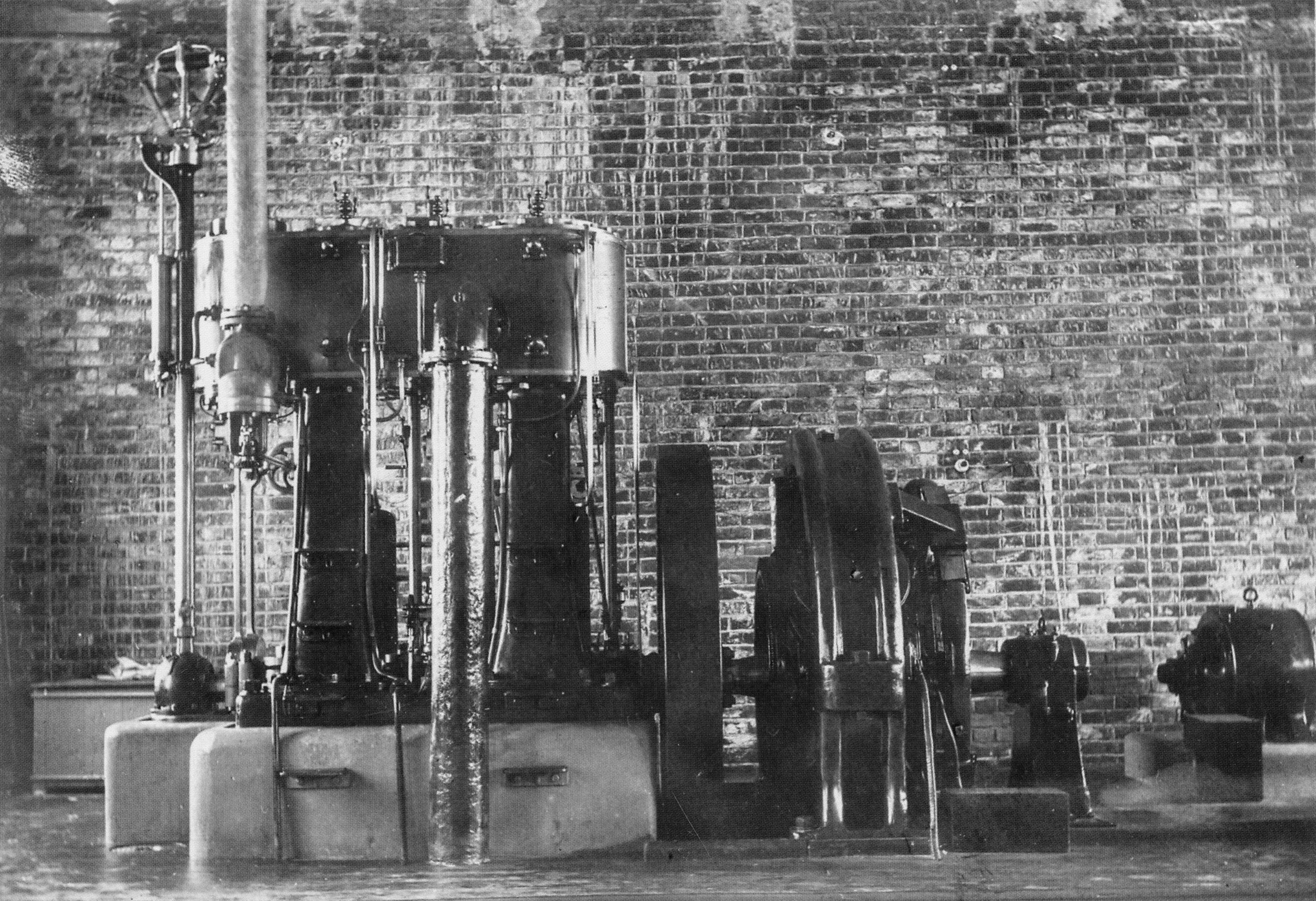 Паровая машина на первой электростанции Перми. 1902