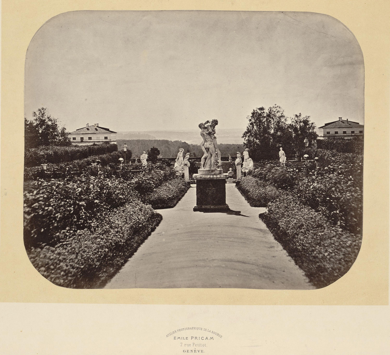 Центральная дорожка верхней террасы. Скульптурная группа «Геркулес и Антей». 1860-е