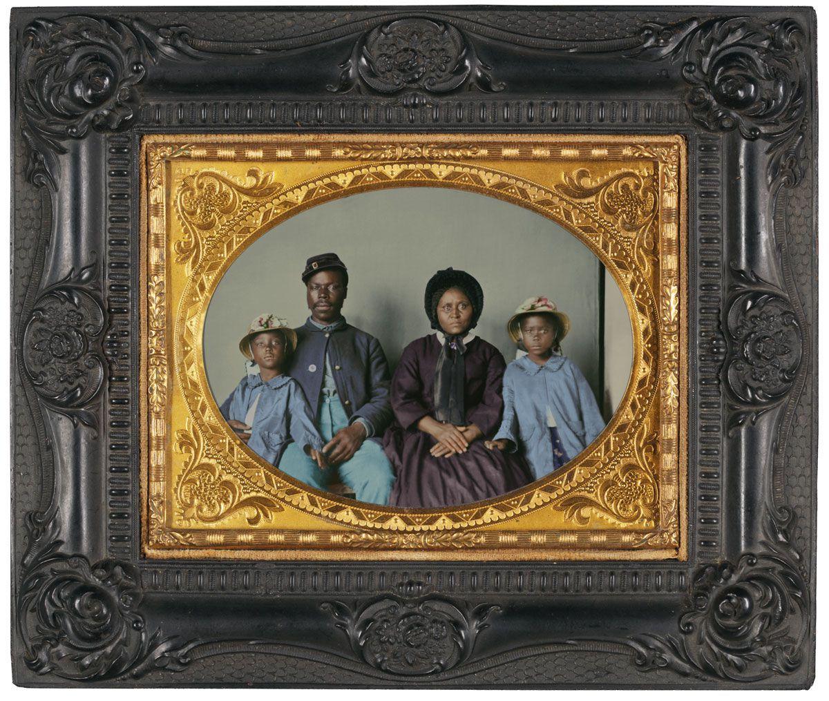 1864.Сержант Сэмюэль Смит вместе с женой Молли и дочерьми Мэри и Мэгги