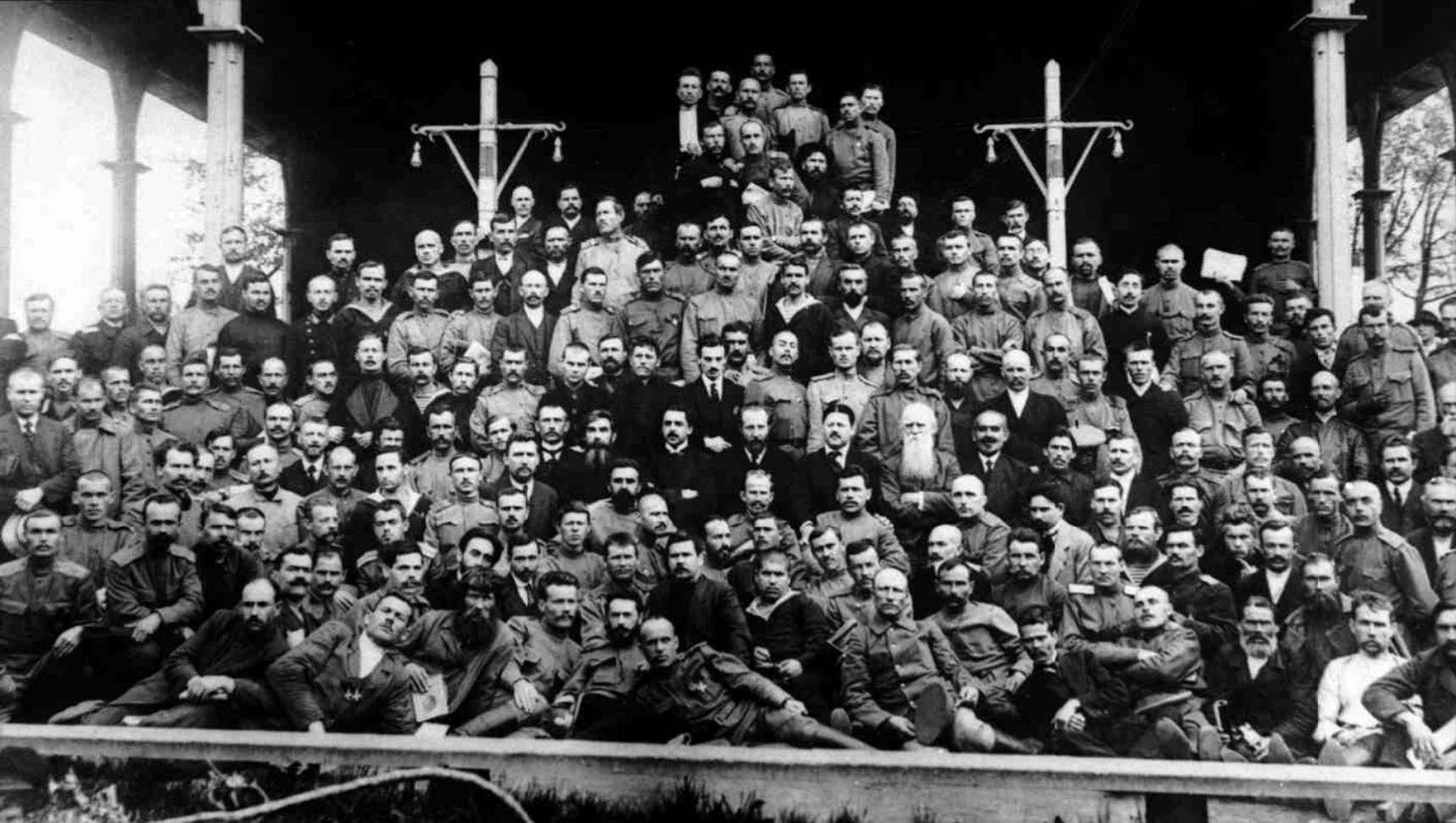 Группа членов Исполнительного организационного комитета Всероссийского съезда крестьянских депутатов. Петроград,  4(17) мая - 28 мая (10 июня) 1917