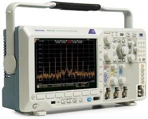 Цифровой осциллограф с анализатором спектра MDO3032  . Внешний вид